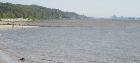 Elbe upstream, towards Hamburg