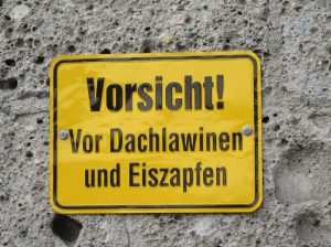 2015_12_19 München Vorsicht Dachlawinen