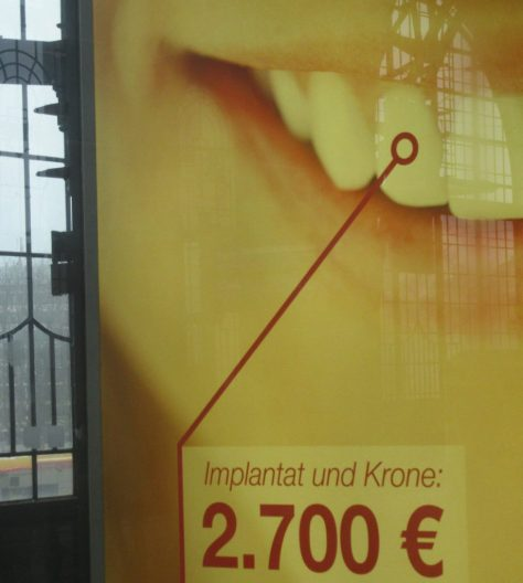 2016_03-06 Hamburg-Dammtor, Implantat-Werbung