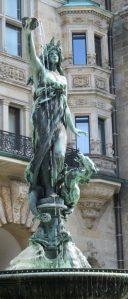 2016_07_28 Hamburg, beim Rathaus: Hygieia