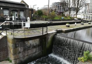 2019_01_01 London (UK): St Pancras lock