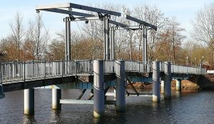 2019_02_16 Friedrichstadt: Blaue Brücke über Westersielzug