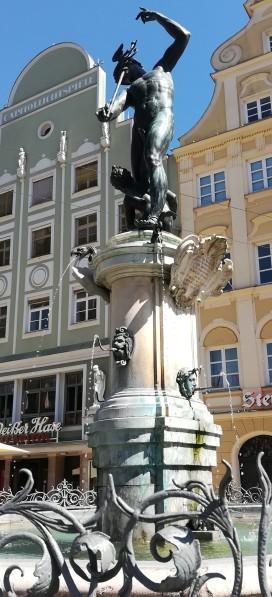 2019_08_18 Augsburg: Merkurbrunnen