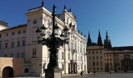 2019_09_04 Prag (CZ), Hradschin-Platz, Erzbischöfliches Palais