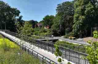 2020_06_23 Hamburg: Tarpenbek-Brücke mit Rampe