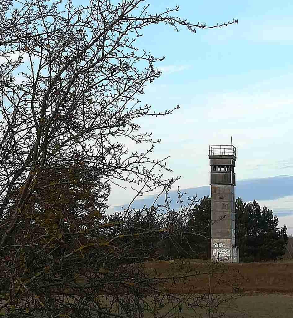 2020_11_15 DDR-Grenzturm zwischen Bömenzien Nienwalde