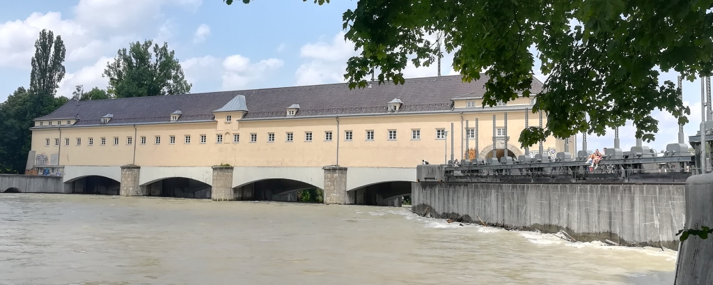 2021_07_20 München: Isar-Wehranlage Öberföhring, Bergseite